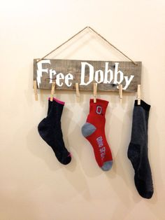 Any Harry Potter fans out there? Everyone should be but thats besides the point! Here is an adorable Free Dobby wall hanging to brighten up