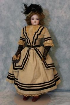 Antique-17-inch-Portrait-Jumeau-Fashion-Doll-French-Bisque-AntiqueGown-hat-shoes