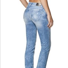 Salsa Wonder push-up jeans, size 30 (European) Salsa Wonder push-up jeans, size 30 (European)/ 6 (US). These give a great lift to your booty with the stitching, incredibly flattering and figure enhancing! Great denim, light distressed wash with frayed detail. Can't buy these in the US (well, without paying for crazy custom fees to ship to US)!!!!! Size runs small because it's European; these fit a 26-28 US. Salsa Jeans Jeans Skinny