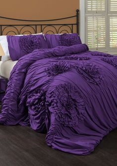 Lush Decor Serena Comforter Set - Get the Anthropologie look without the Anthropologie price! Lush decor has bedding, shower curtains and window curtains that all look like anthropologie but half the price. Purple Comforter, Queen Comforter Sets, Bedding Sets, King Comforter, Purple Bedspread, Gray Bedding, Bed Sets, Console, Cosy Home