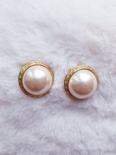 Depop @l2bz € 15 with Paypal. Vintage Earrings, Pearl Earrings, Gemstone Rings, Hands, Shopping, Jewelry, Jewellery Making, Jewerly, Jewelery