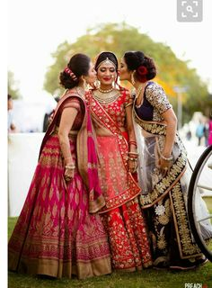 If there is one bridal attire that epitomizes the queenly aura, it's the Lehenga Choli. Get exclusive range of Indian bridal Lehenga Choli Unique Fancy Sarees. Indian Wedding Outfits, Bridal Outfits, Indian Outfits, Indian Weddings, Real Weddings, Hindu Weddings, Saris, Anarkali, Lehenga Choli