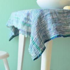 Gamcha en coton A utiliser en nappe, en serviette, en plaid, etc... Tissu de coton fin tissé à la main 115x220 cm Fabriqué en Inde Photo: Studio Vi...