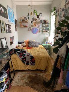 Dream Rooms, Dream Bedroom, Queen Bedroom, Room Ideas Bedroom, Bedroom Decor, Quirky Bedroom, Wall Decor, Bedroom Inspo, Bedroom Wall