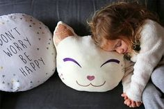 DIY : un coussin chat kawaii tout doux {projet DIY} - Purple Jumble DIY tuto creation decoration customisation couture kawaii kawai coussin pillow chat cat - tissu thermocollant - cocooning