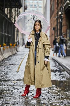 225 Street Style Looks From NYFW - Man Repeller A slideshow of NYFW street style, updated daily. Daily Fashion, Love Fashion, Autumn Fashion, Fashion Trends, Womens Fashion, Fashion Styles, Fashion Ideas, Fashion Tips, Cat Walk