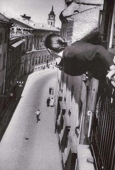 Antanas Sutkus - Marathon in the street from the university. Lithuania, 1959
