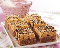Myslíme si, že by sa vám mohli páčiť tieto piny - sbel Small Desserts, Sweet Desserts, Sweet Recipes, Sweet Factory, Czech Recipes, Mini Cheesecakes, Desert Recipes, No Bake Cake, Baking Recipes