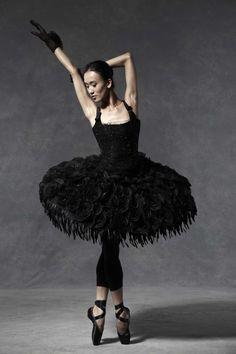 Jia Zhang dancer in black tutu on pointe, Designer tutus on the catwalk at English National Ballet Shall We Dance, Just Dance, Ballet Beautiful, Black Is Beautiful, Ballet Costumes, Dance Costumes, Carnival Costumes, Tutu Noir, Karl Otto