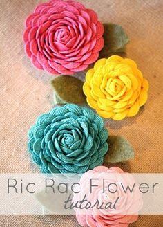 How to make dahlias, gerber daisies, etc out of ricrac trim to embellish your handbags.