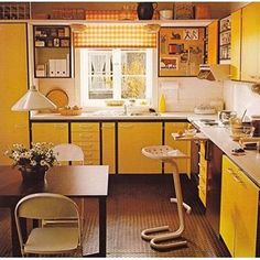 45 Vintage Interior Designs and Decorating Ideas for Retro Look - A sweet Home! Yes, it's not just a word; And why not, we relax, enj - Interior Modern, Retro Interior Design, Home Interior, Kitchen Interior, Simple Interior, Interior Colors, Interior Livingroom, Classic Interior, Interior Styling