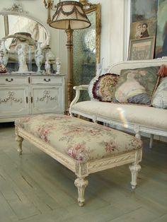 French Antiques Sitting Room ~ (geez, everyone should have a sitting room French Antique Furniture & Decorations!~!!! ~ I ♥ it!)