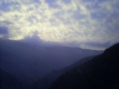 Subiendo por el río Lurin- A casi 3,000 msnm contraste de azules