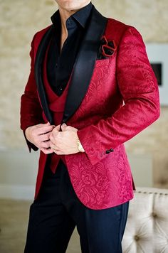 2018 New Design Men Wedding Suits Groom Formal Suit One Buttons Burgundy Tuxedo Jacket Men Suit 3 Pieces Costume Homme Indian Men Fashion, Mens Fashion Suits, Mens Suits, Wedding Dress Men, Wedding Suits, Wedding Jackets Mens, Burgundy Tuxedo Jacket, Blazer Outfits Men, Moda Formal