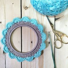 """I love this little #crochet photo frame. I think I will make it a magnet, after I find what I'll frame it to. It's so cute  #crochetpictureframe…"""