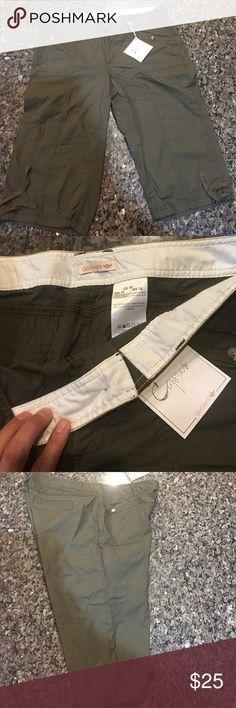 NWOT Docker Capris! Never worn with half tag! Khakis in color. Dockers Pants Capris