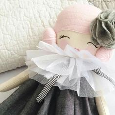 From Little Miss Tippy Toes. Those eyes are sweet Baby Girl Toys, Toys For Girls, Doll Crafts, Diy Doll, Doll Clothes Patterns, Doll Patterns, Fabric Dolls, Paper Dolls, Pinterest Crafts