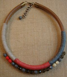 collar cuero regaliz y cristal facetado