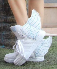 Wing Design High Top Sneakers in White For some reason I just love these! Top Shoes, Cute Shoes, Me Too Shoes, White Sneakers, High Top Sneakers, Very High Heels, Dream Shoes, Kinds Of Clothes, High Tops
