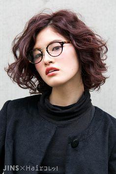 金子 和樺さん|合わせやすいブラウンデミのクラシカルなメガネ|JINS SNAP