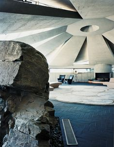 Elrod House, Palm Springs, John Lautner, photo by Philippe Garcia Spring Architecture, Futuristic Architecture, Residential Architecture, Amazing Architecture, Interior Architecture, Interior And Exterior, Exterior Design, John Lautner, Modern Architects