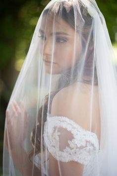 Long, etherial #veil for outdoor Portland, OR wedding.   Photography: Christa Taylor  - christataylorphotography.com/