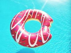Schwimmring Donut mit Biss, Ø 119cm: Amazon.de: Spielzeug