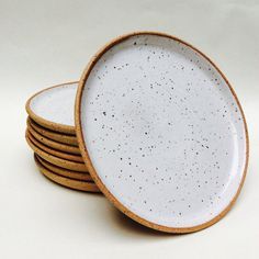 Made to Order : Set of 4 speckled stoneware plates, handmade with white glaze interior and exposed clay rim Ceramic Tableware, Ceramic Bowls, Ceramic Art, Kitchenware, Pottery Plates, Ceramic Pottery, Thrown Pottery, Slab Pottery, Dish Sets