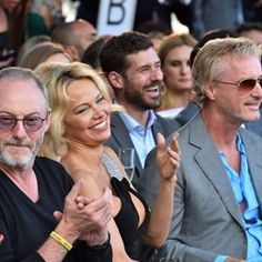 Pamela Anderson giggles with GOT's Liam Cunningham and Eddie Irvine at charity auction (337309)