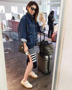 """""""Yay! Going home! ✈️ Aquela que entra na loja só pra pegar o espelho emprestado e fazer foto do #aerolook! Kkkk Indo pra casa! Uhul!"""""""