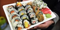 A lot of Japanese restaurants and sushi bars create such amazingly taste maki, nigiri and inside-out rolls that it's really tough to stay on top of it all. Sushi Restaurants, Korean Food, Avocado, Rolls, Japanese, Ethnic Recipes, Berlin, Brownie Points, Italy