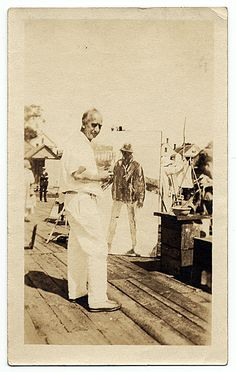 Charles Hawthorne painting outdoors, ca. 1930