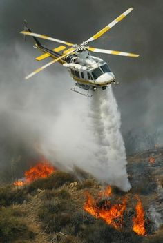 Los Angeles County Fire Department's Helo Water Drop On Colby Fire - Jan Fire Dept, Fire Department, Fighting Plane, Wildland Firefighter, Firefighter Decor, Bomber Plane, Fire Equipment, Wild Fire, Fire Apparatus