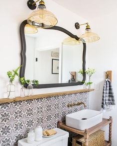 "8,775 Likes, 54 Comments - Grace Bonney (@designsponge) on Instagram: ""Major for this awesome bathroom design that @jennasuedesign shared in #dspattern ❤"""