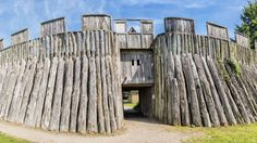 Incredible Viking Ring Fortress Discovered In Denmark - We tend to think of the Vikings as a transient culture, riding the high seas, pillaging villages, and then making off with the spoils. Yet more and more ev Casa Viking, Viking House, Viking Life, Historical Architecture, Ancient Architecture, Viking Facts, Norwegian Vikings, Viking Culture, Old Norse