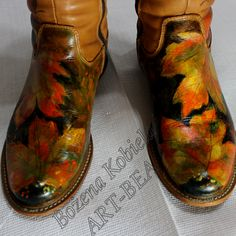 buty ze skóry naturalnej ( 100% ) , licowej . Buty są ręcznie malowane barwnikami do skór . Powierzchnia malarska jest odpowiednio przygotowana do stałego użytkowania www.kobiela.sgl.pl