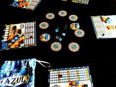 Plâtrier, c'est un métier ! Introduits par les Maures, les azulejos furent adoptés parles Portuguais au moment où leur roi Manuel 1er, durant une visite au palaisde l'Alhambra dans le sud de l'Espagne, fut conquis par l'éblouissantebeauté des tuiles décoratives. Manuel 1er ordonna la décoration immédiate,avec des tuiles semblables, des murs de son palais. #AZUL #CARRELAGE #CHRISQUILLIAMS #MICHAELKIESLING #NEXTMOVE #PLANBGAMES #POSEDETUILES Moment, Games, Tiles, Blue Nails, Roof Tiles, Walls, Gaming Rules, Tabletop Games, King