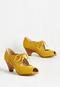 The Best Vintage-Inspired Shoes to Wear with Vintage Dresses ...