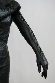Lederatelier Miceli - Maßanfertigung in Leder Black Leather Gloves, Leather Corset, Leather Fashion, Fashion Boots, Women's Fashion, High Heel Stiefel, Crotch Boots, Elegant Gloves, Outfits