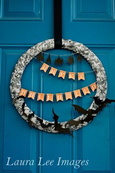 DIY Swarm of Bats Wreath for Halloween #Silhouette #Project