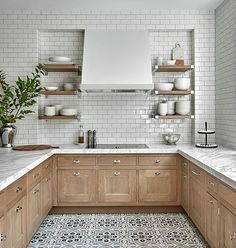 Uplifting Kitchen Remodeling Choosing Your New Kitchen Cabinets Ideas. Delightful Kitchen Remodeling Choosing Your New Kitchen Cabinets Ideas. Home Decor Kitchen, Interior Design Kitchen, New Kitchen, Home Kitchens, Kitchen Dining, Kitchen Wood, Light Wood Kitchens, 10x10 Kitchen, Natural Wood Kitchen Cabinets