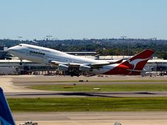 Qantas 747 taking off from Sydney    Type: Boeing 747-438  Registration: VH-OJH  Location: Kingsford Smith International  Date: 27/11/2011