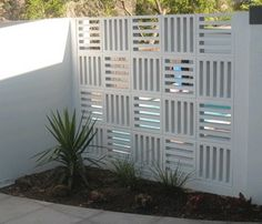Awesome breeze block wall backyard inspiration ideas 18 - Curved garden edging may sound complicated, but it's a surprisingly effortless effect you may recreate yourself without much work! Decorative Concrete Blocks, Concrete Block Walls, Cinder Block Walls, Concrete Fence Wall, Concrete Block Retaining Wall, Besser Block, Breeze Block Wall, Privacy Walls, D House