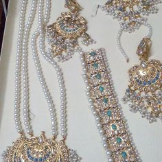 No automatic alt text available. Jewelry Design Earrings, Gold Jewellery Design, Gold Jewelry, Jewelry Accessories, Pakistani Bridal Jewelry, Bridal Jewellery, Wedding Jewelry, Stylish Jewelry, Fashion Jewelry