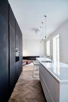 here are our favorite Minimalist Apartment Design. Find ideas and inspiration for Minimalist Apartment Design to add to your own home. Kitchen With Long Island, Long Kitchen, Kitchen Island, Kitchen Wood, Kitchen White, Kitchen Cupboards, Home Decor Kitchen, Kitchen Interior, Modern Interior