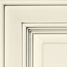 ©Haas Cabinet Co PAINT ACCENTS: Pewter glaze, shown on maple in Bistro finish