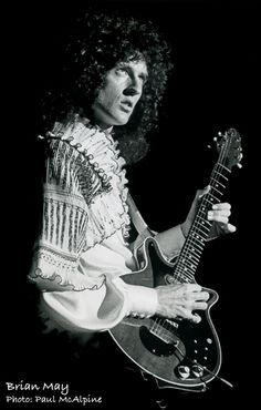 Brian May - Queen 1976  Photo: Paul McAlpine