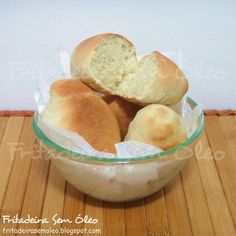 Agora você já pode comer pãezinhos fresquinhos e quentinhos à qualquer hora, pois esta receita é muito fácil, com certeza você tem todos os ...