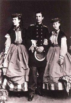 Александра Иосифовна с сыном Николаем и дочерью Ольгой 1860