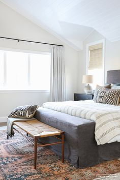 5 Sensible Clever Tips: Minimalist Home Style Decor minimalist bedroom budget guest rooms.Minimalist Home Exterior Woods cozy minimalist home simple.Minimalist Home Scandinavian Spaces. Bedroom Inspo, Home Decor Bedroom, Modern Bedroom, Bedroom Ideas, Bench In Bedroom, Feminine Bedroom, Bedroom Rugs, Bedroom Bed, Bed Ideas